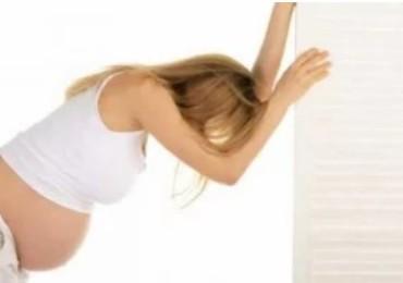 В чем опасность обморока при беременности в 1, 2 и 3 триместре